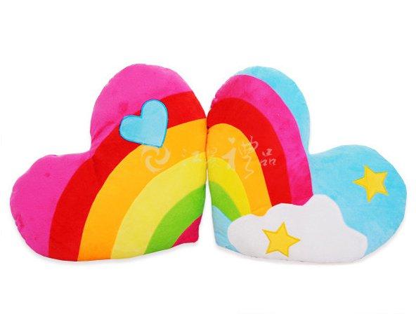 彩虹爱心云朵靠枕 心形情侣毛绒靠垫/抱枕